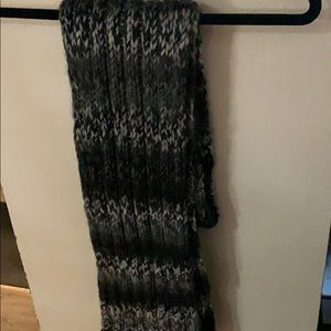 NWT Very nice levis scarf. Extra long and plush